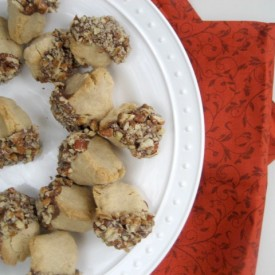 Acorn Cookies w. Chocolate & Pecans