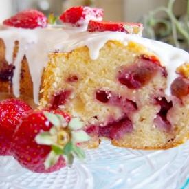 Strawberry yogurt bundt cake