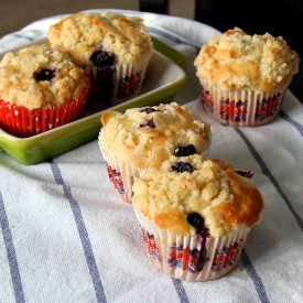 Classic Blueberry Crumble Muffins