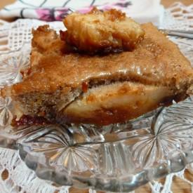 Cinnamon apple cake w whole apples