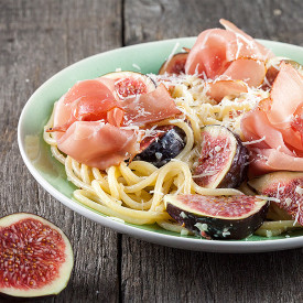 Figs and ham pasta
