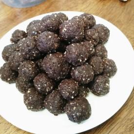 Raw Vegan Paleo Chocolate Balls