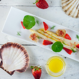 Scallops and asparagus salad