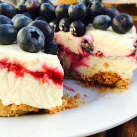 Berries & amaretti cheesecake