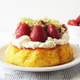 6-inch Sponge Cake with Strawberry