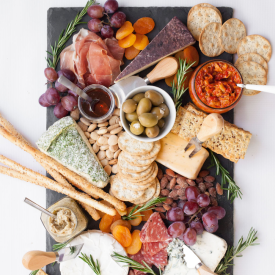 How to Make an Amazing Cheese Board